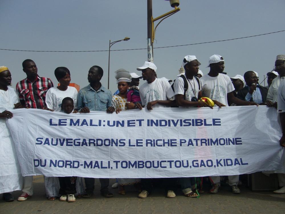 Malians Demonstrate outside RTS ( Senegals National broadcaster)