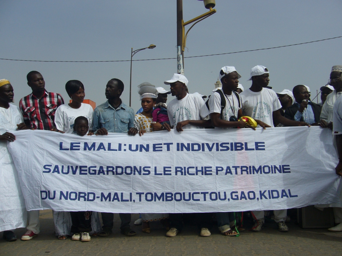 Malians Demonstrate outside RTS ( Senegals National broadcaster)